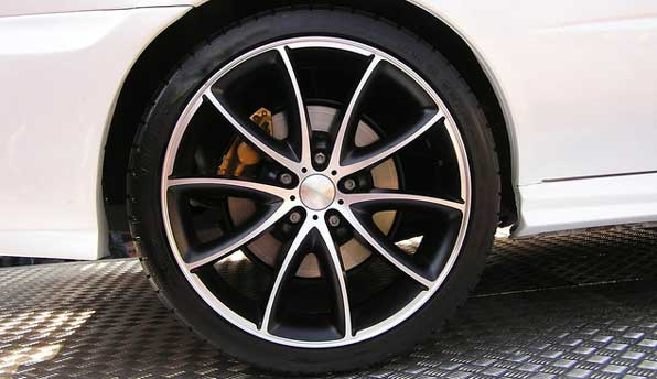 low profile tyre on alloy wheel